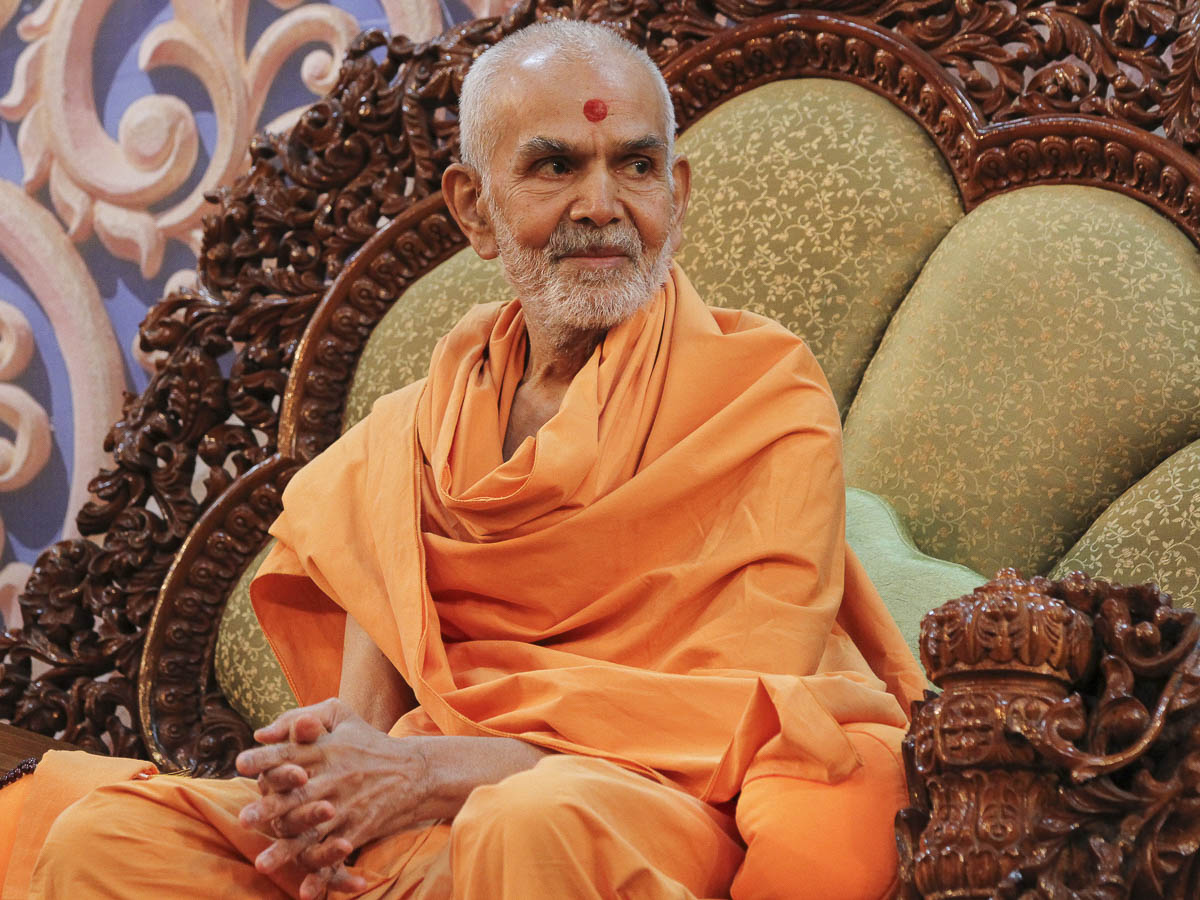 Param Pujya Mahant Swami Maharaj during the assembly, 4 Feb 2017