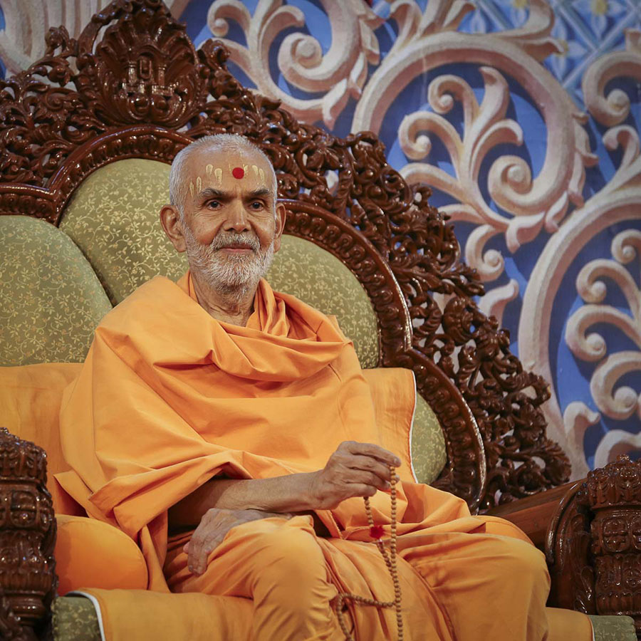 Param Pujya Mahant Swami Maharaj during the assembly, 5 Feb 2017