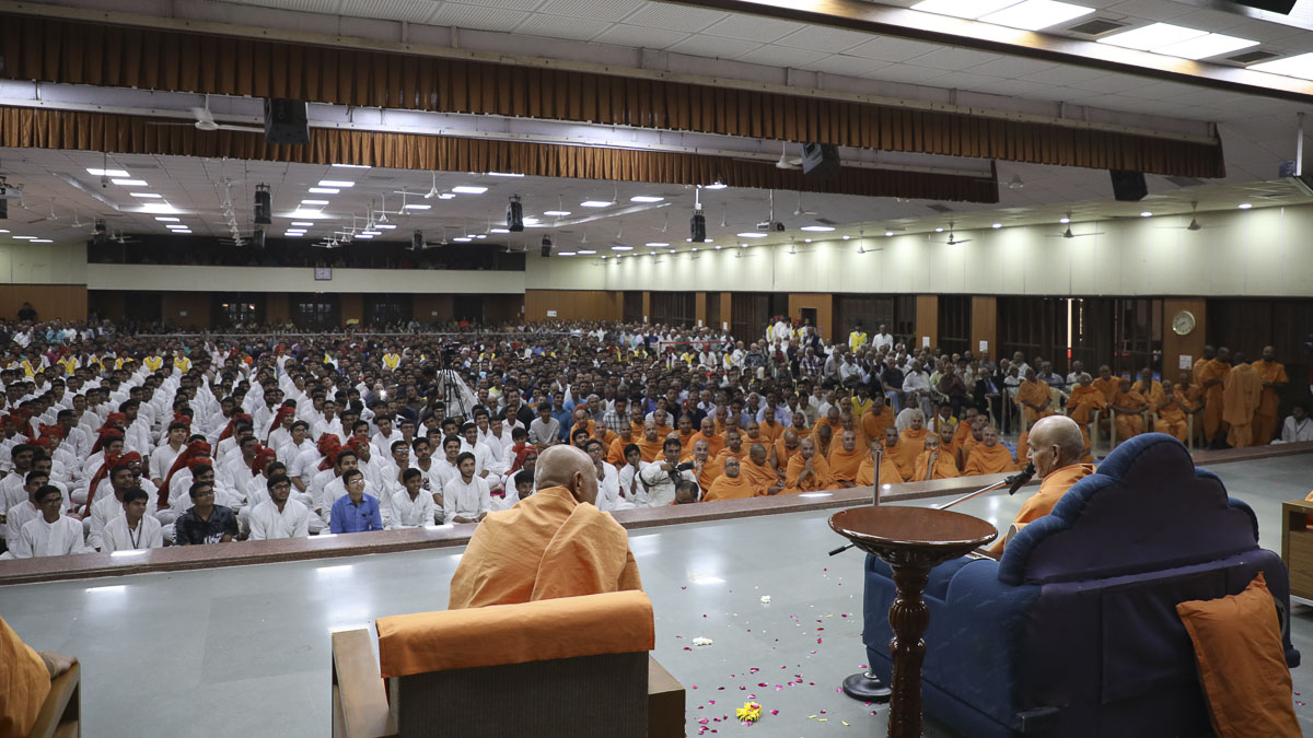 Sadhus and devotees during the welcome assembly, 12 Feb 2017