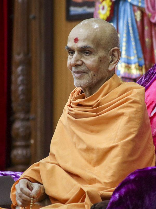 Param Pujya Mahant Swami Maharaj during the assembly, 14 Feb 2017