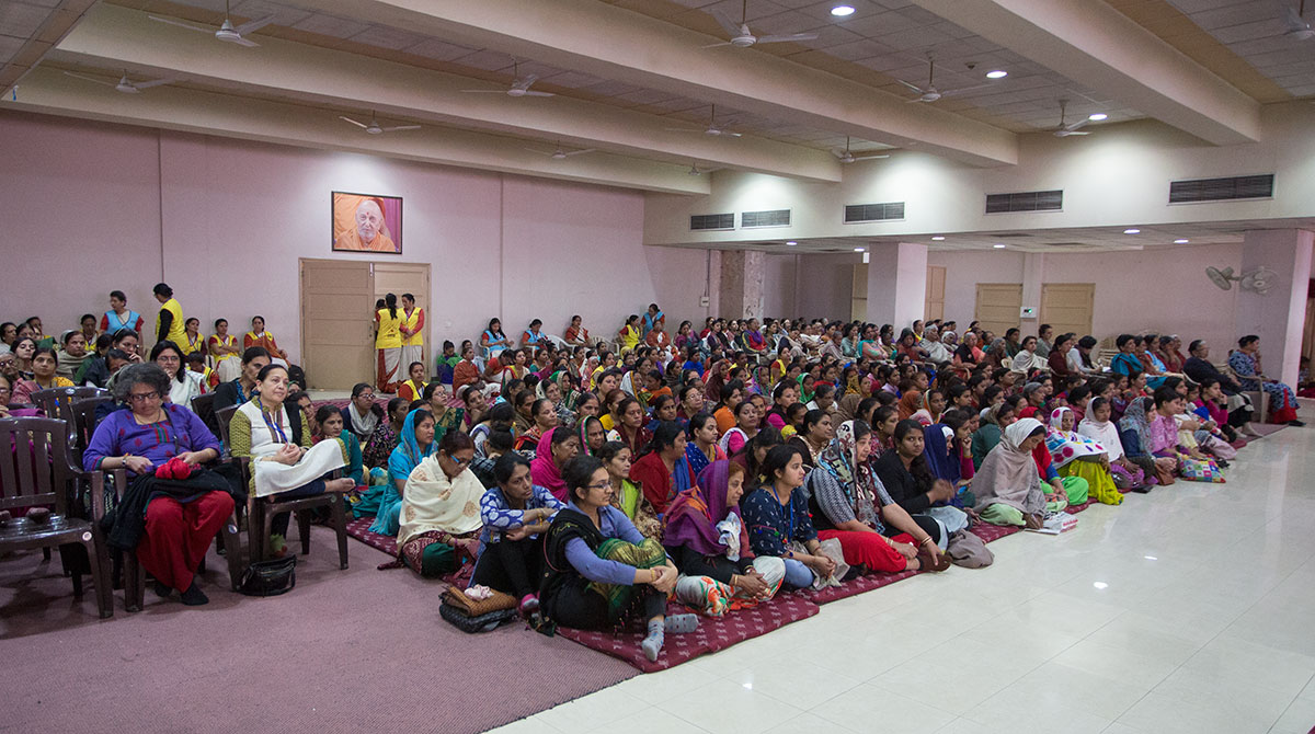 Devotees during the evening satsang assembly, 21 Feb 2017