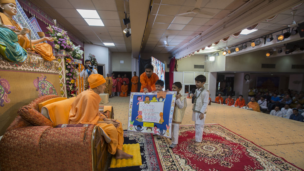 Children give invitation for the Bal Din assembly to Param Pujya Mahant Swami Maharaj, 23 Feb 2017