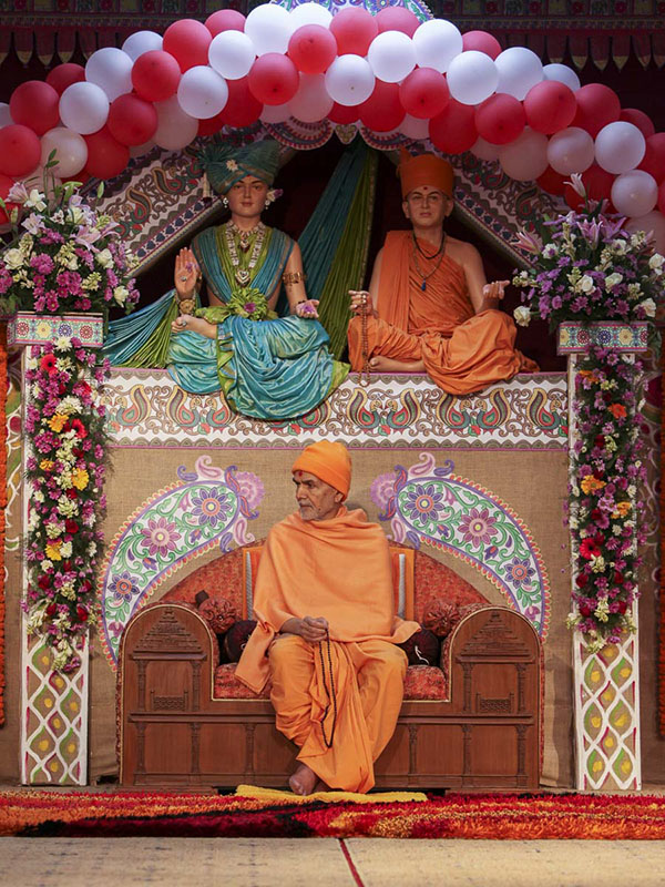 Param Pujya Mahant Swami Maharaj during the assembly, 23 Feb 2017