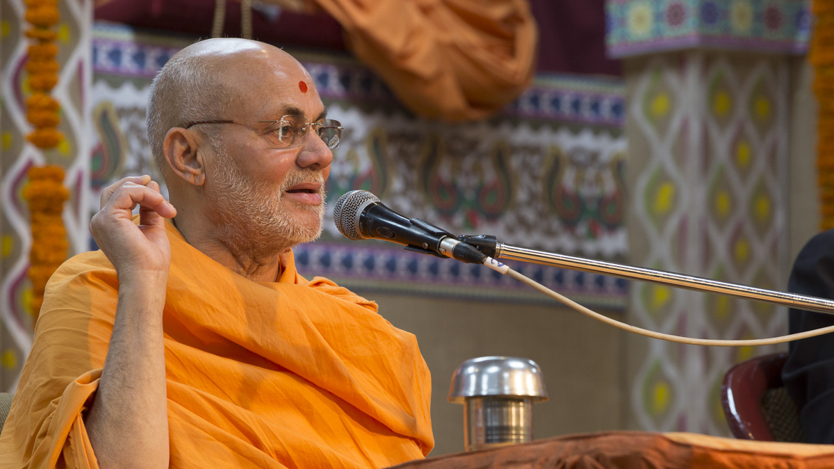 Pujya Viveksagar Swami delivers a speech in the BAPS Swaminarayan Research Institute lecture series, 24 Feb 2017