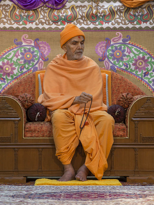 Param Pujya Mahant Swami Maharaj during the seminar, 24 Feb 2017