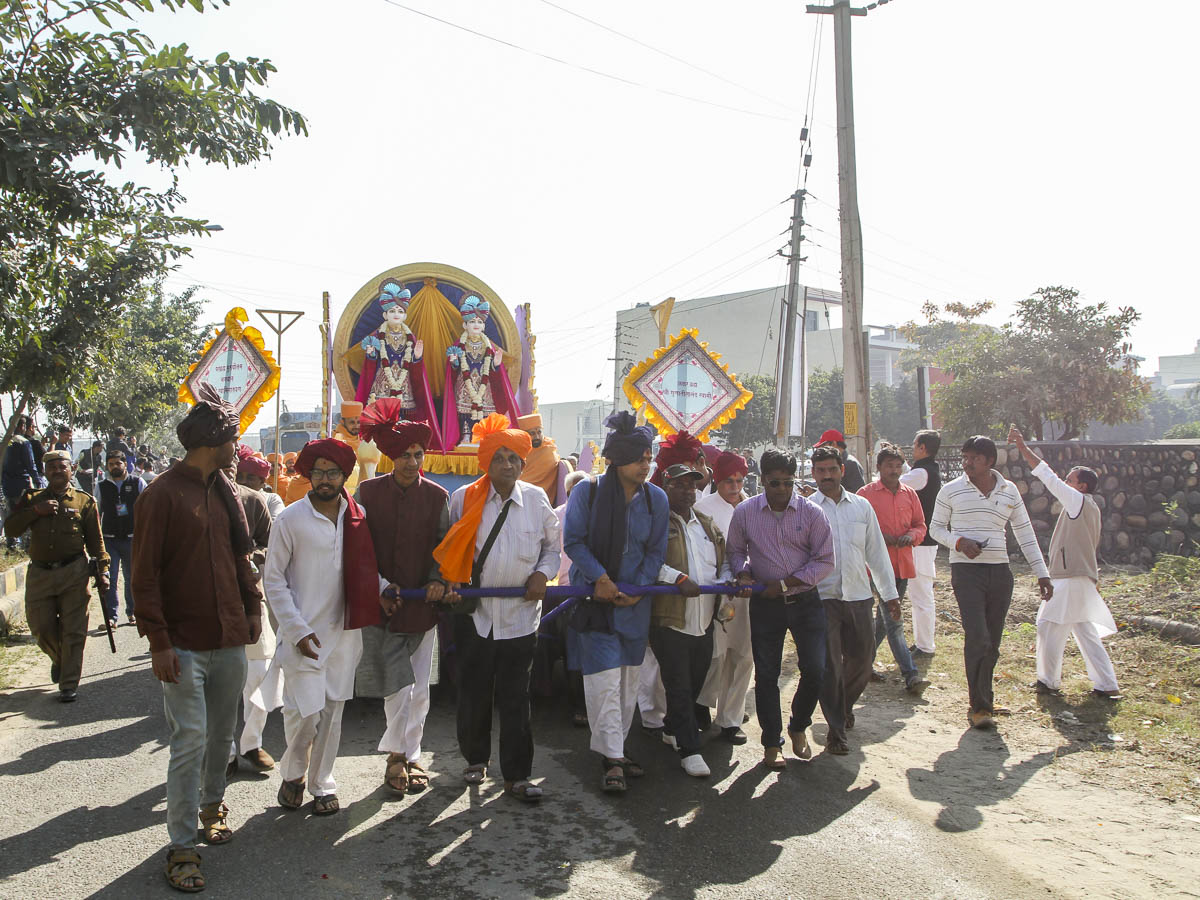 "Nagar Yatra, 26 Feb 2017<br><a href=""http://www.baps.org/Photos/2017/Nagar-Yatra-13540.aspx?mid=99732 "" target=""blank"" style=""text-decoration:underline; color:blue;"">for more photos</a>"