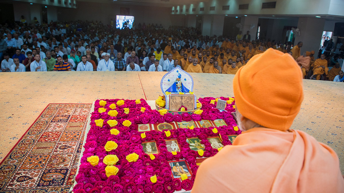 Param Pujya Mahant Swami Maharaj performs his morning puja, 2 March 2017