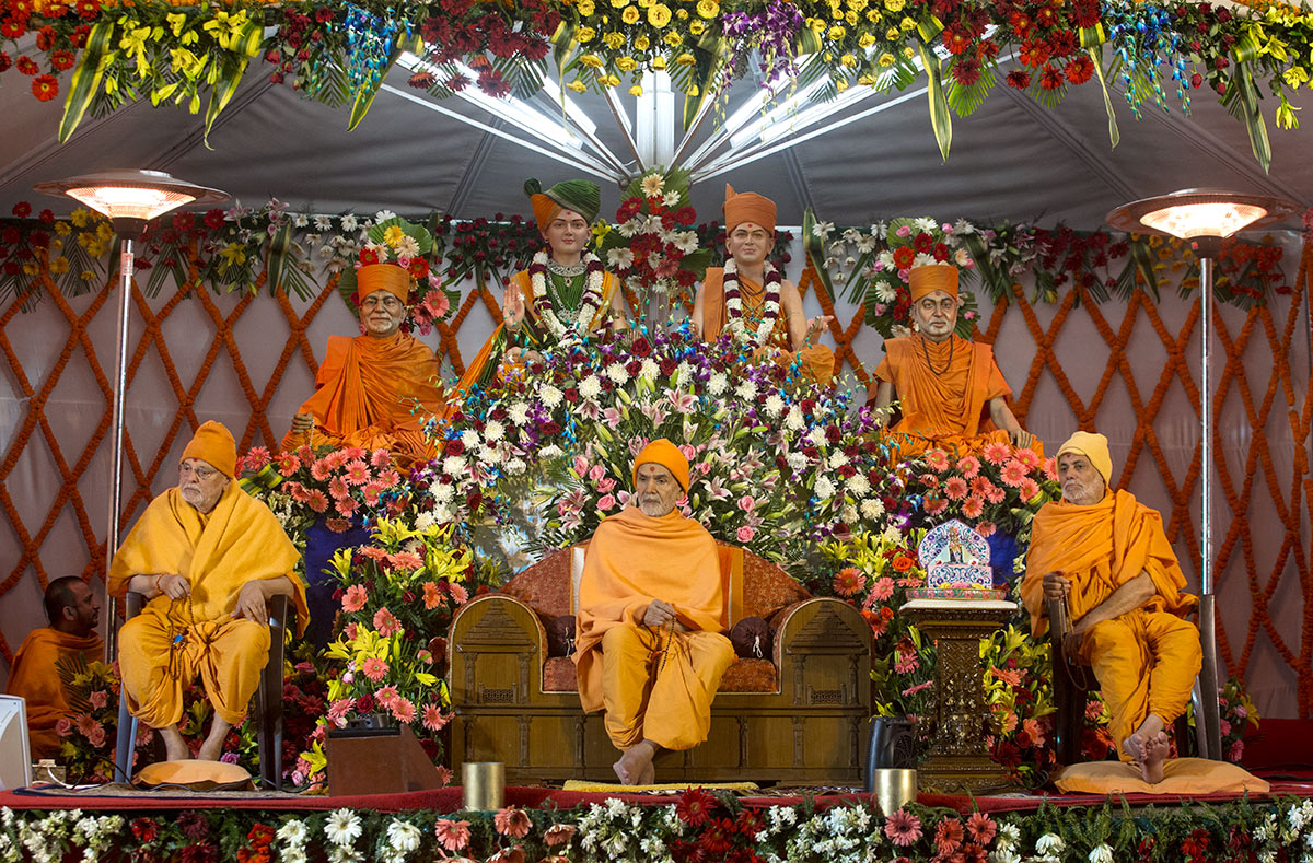 Param Pujya Mahant Swami Maharaj and senior sadhus on the assembly stage, 3 March 2017