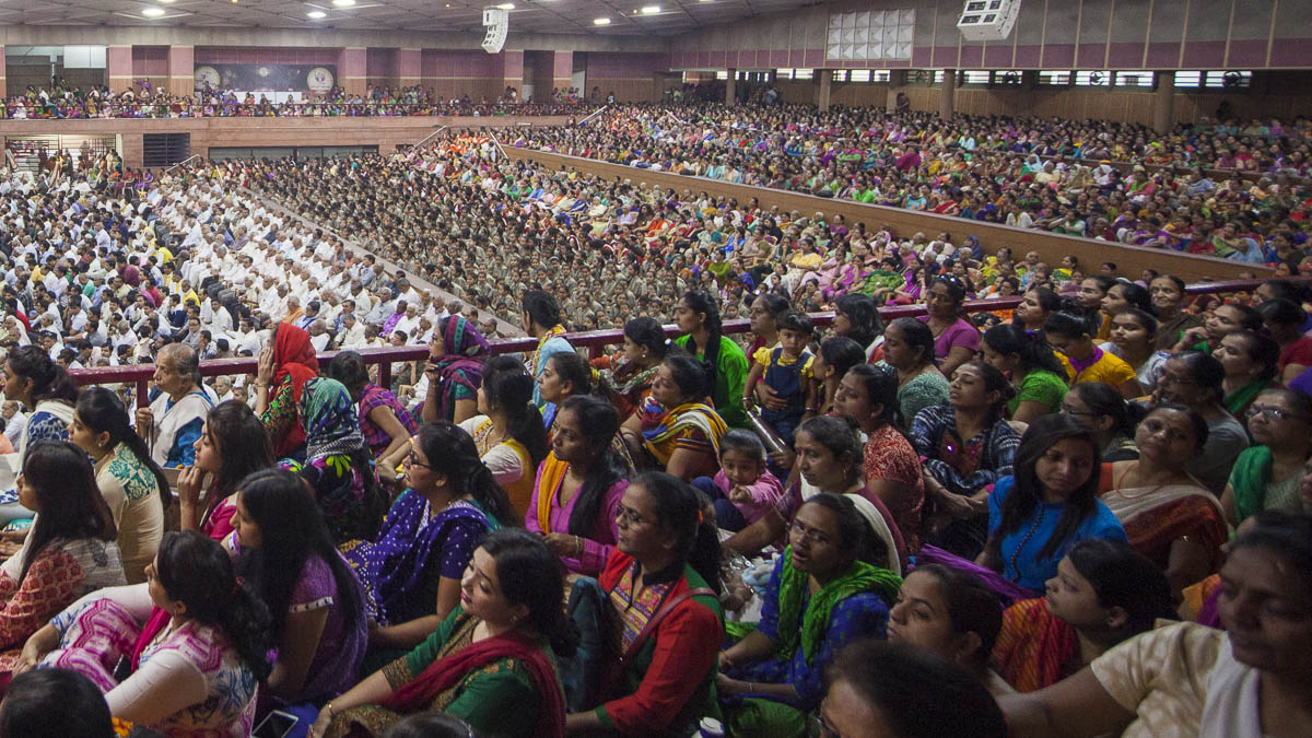 Devotees during the assembly, 15 Mar 2017