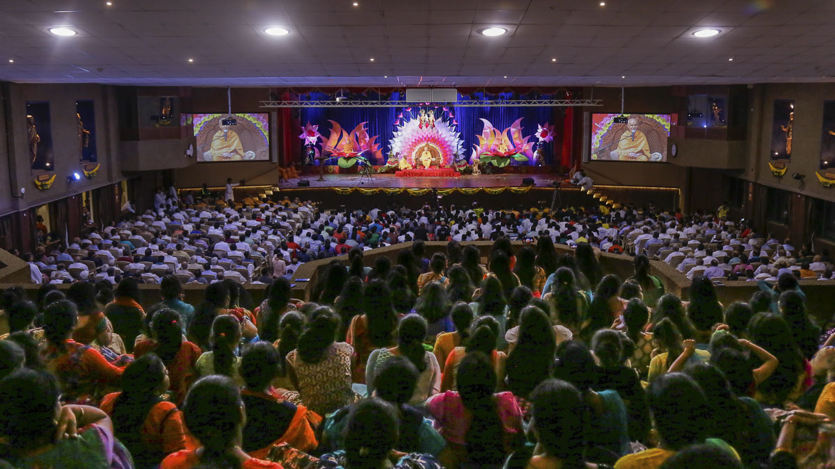 Devotees during the assembly, 18 Mar 2017