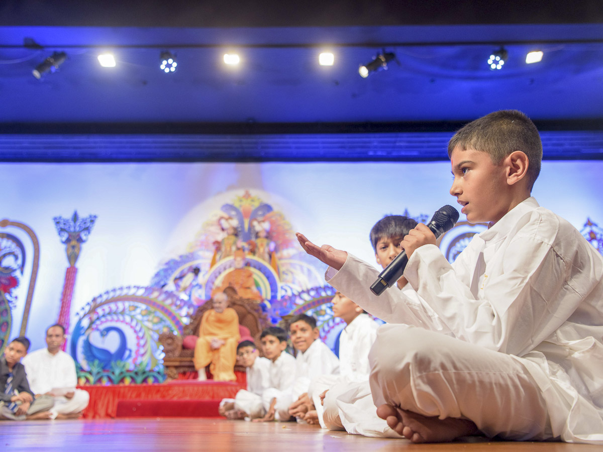 A child presents before Param Pujya Mahant Swami Maharaj, 20 Mar 2017