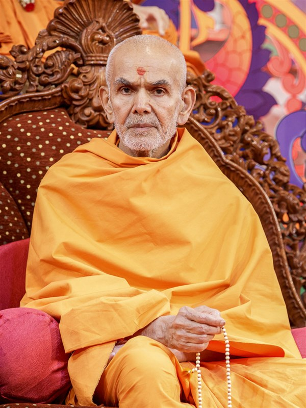 Param Pujya Mahant Swami Maharaj during the assembly, 21 Mar 2017