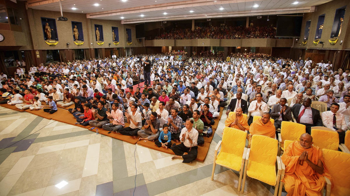 Devotees during the assembly, 21 Mar 2017