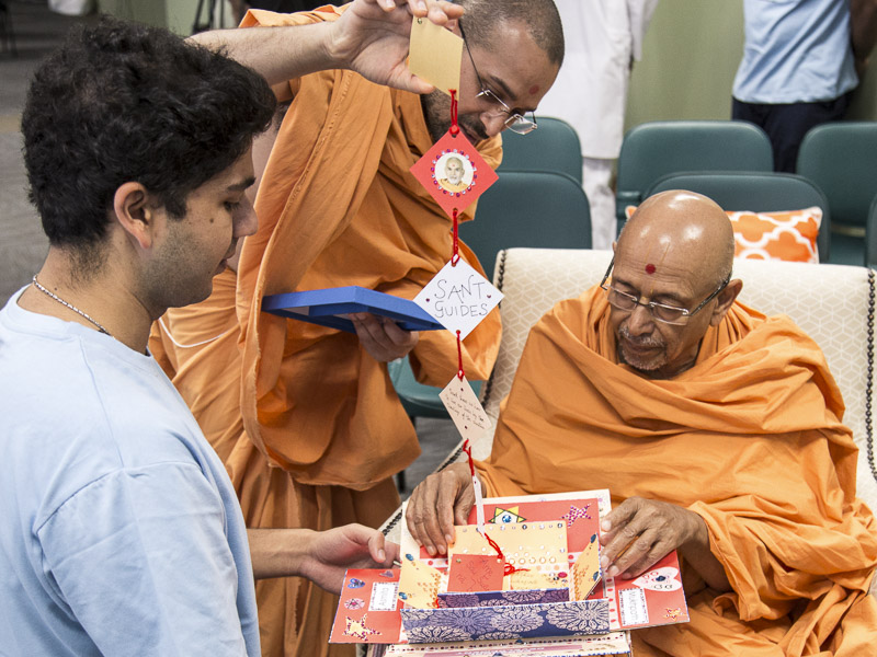 Pujya Tyagvallabh Swami participates in an activity