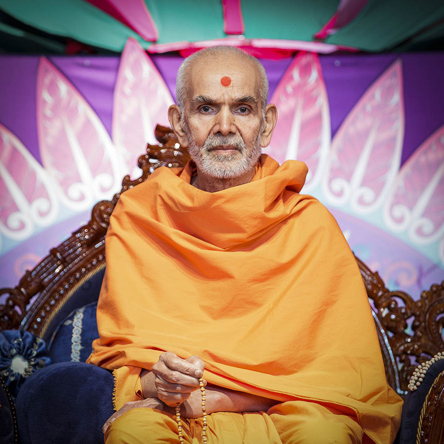 Param Pujya Mahant Swami Maharaj during the assembly, 28 Mar 2017