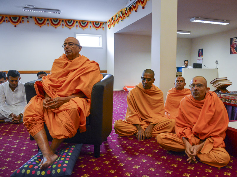 Pujya Tyagvallabh Swami during the swagat assembly