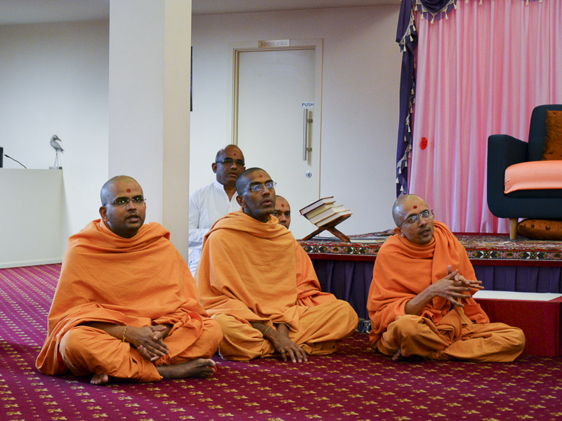 Sadhus during the swagat assembly