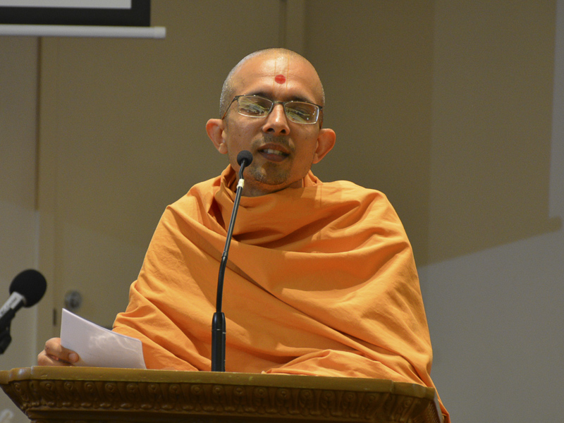 Priyaswarup Swami addresses the patotsav assembly