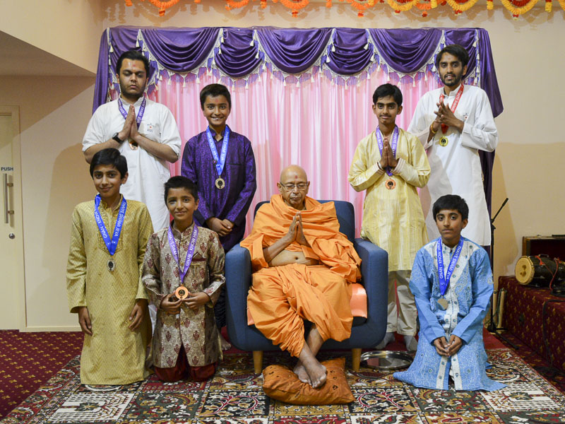Children and youths with Puyja Tyagvallabh Swami