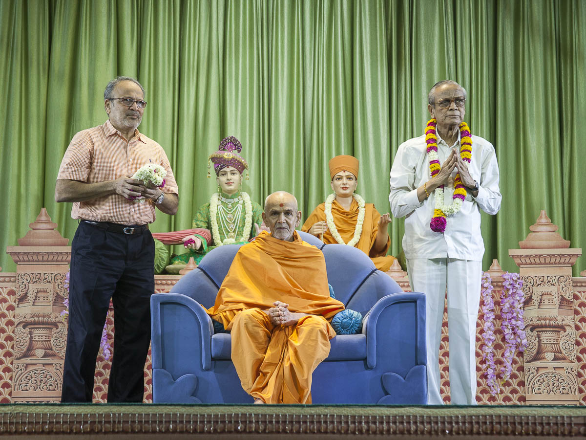 Dr. Tejasbhai Patel and Dr. Madhusudanbhai Patel with Swamishri, 17 Apr 2017