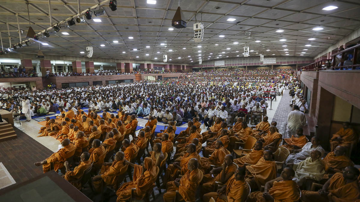 Sadhus and devotees during the assembly, 17 Apr 2017