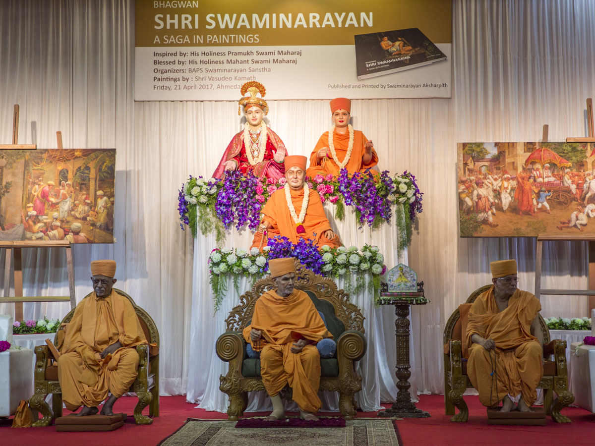 HH Mahant Swami Maharaj, Pujya Doctor Swami, Pujya Ishwarcharan Swami during the assembly