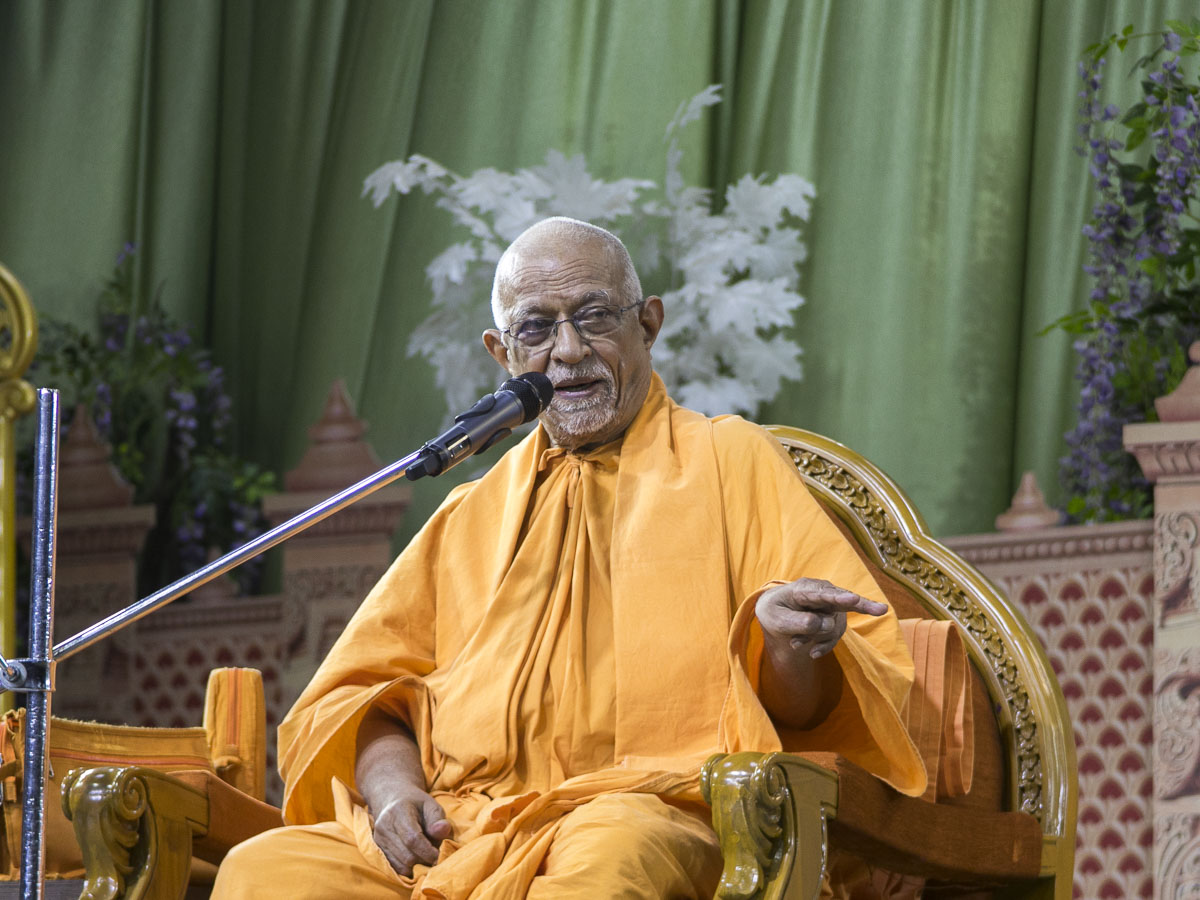 Pujya Doctor Swami delivers a discourse, 22 Apr 2017