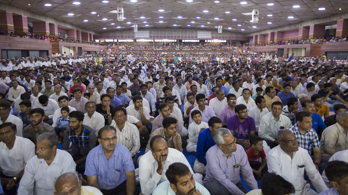 Devotees during the assembly, 22 Apr 2017