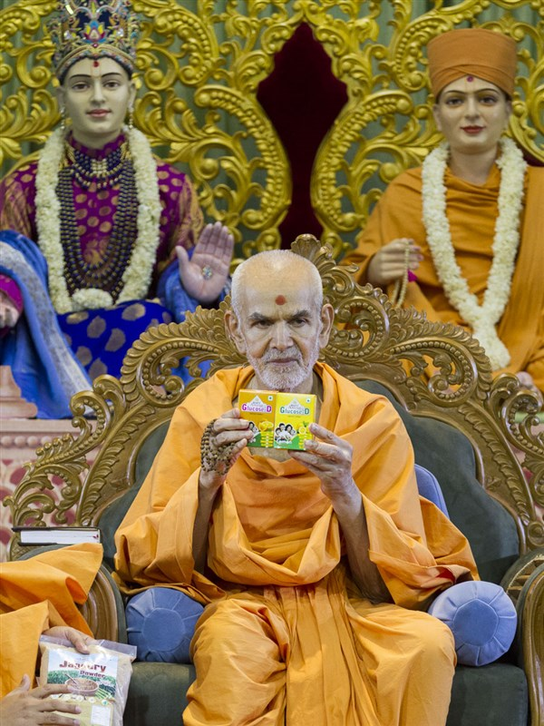 Swamishri inaugurates new BAPS Amrut Herbal products, 22 Apr 2017