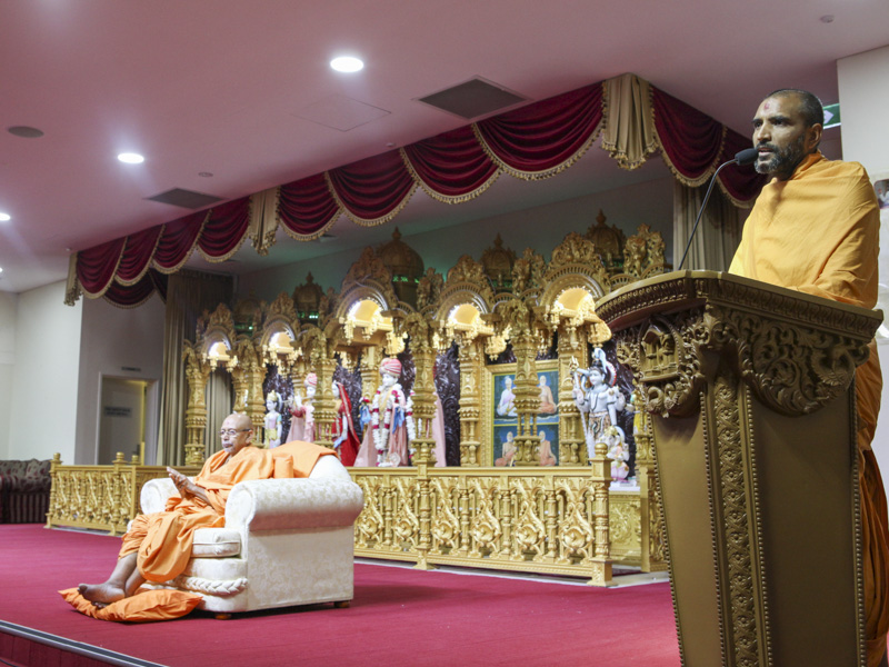 Paramchintan Swami addresses the assembly