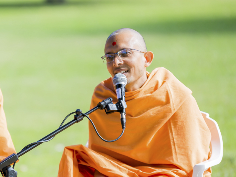 Priyaswarup Swami addresses the daabra utsav assembly