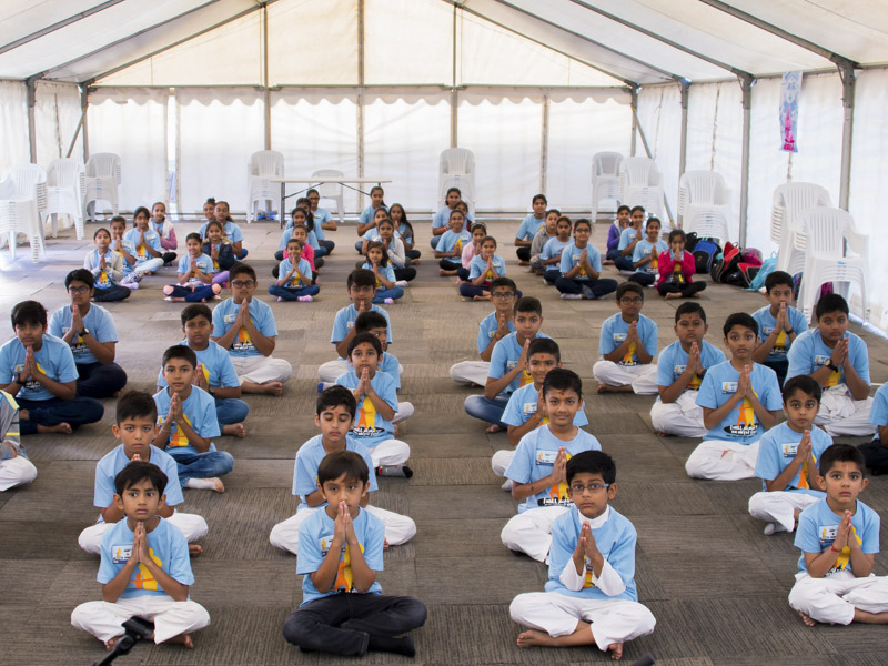 Children during the shibir session