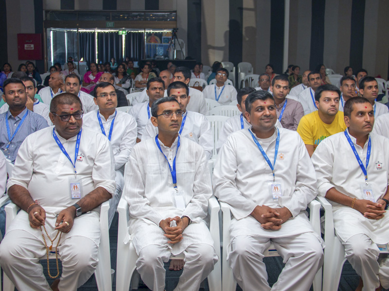 Devotees during the shibir session