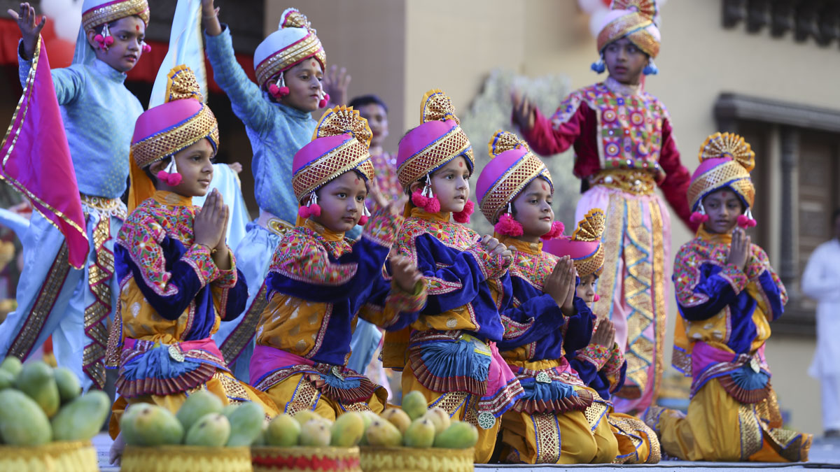 Children perform a cultural dance, 4 Jun 2017
