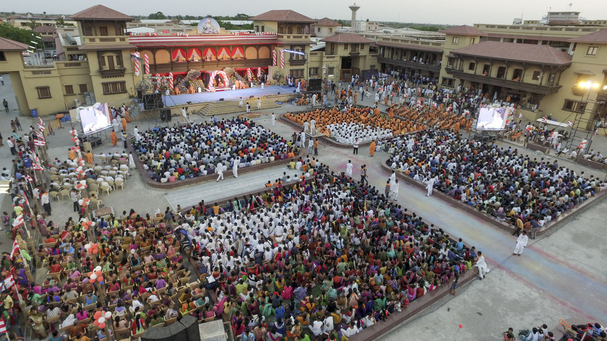 Devotees during the assembly, 4 Jun 2017