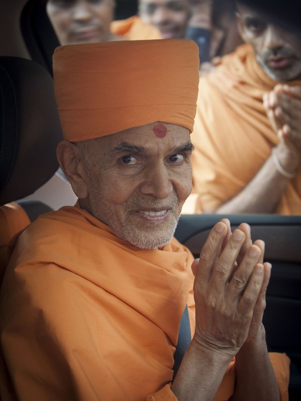 Swamishri departs from Ahmedabad, 13 Jun 2017
