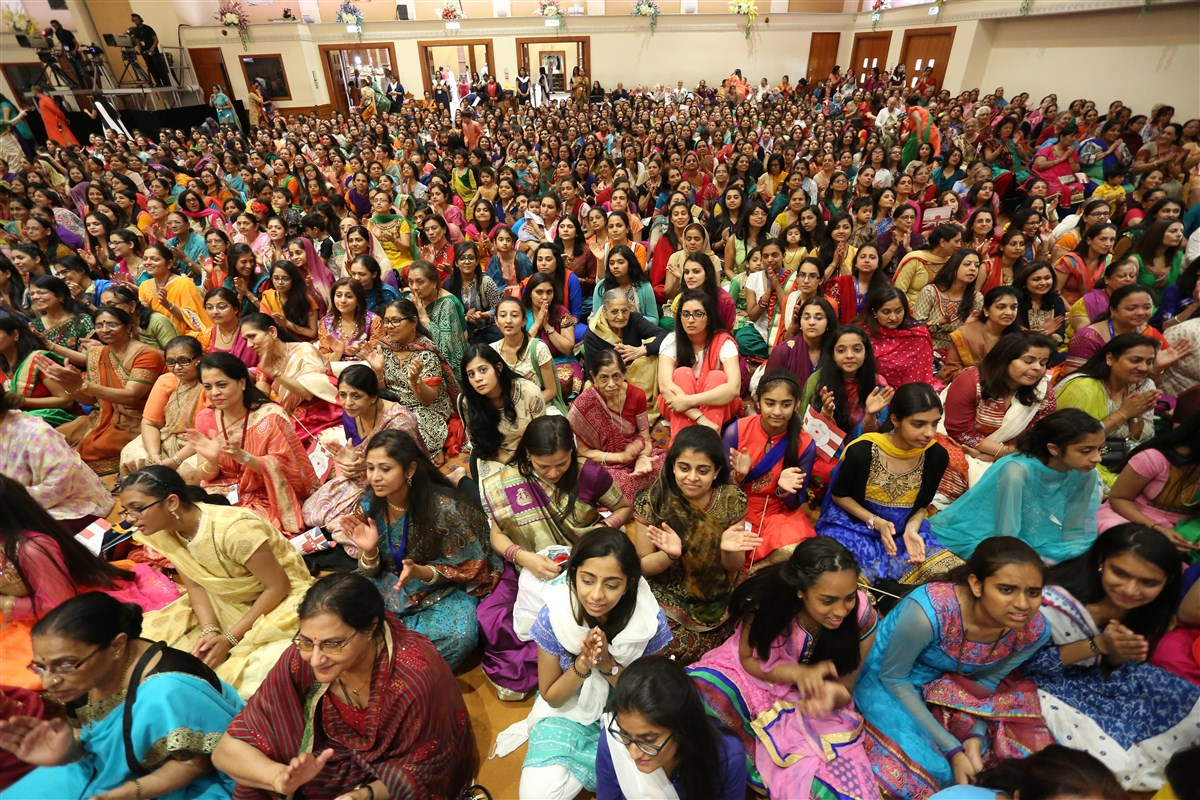 Devotees doing darshan during the welcome assembly