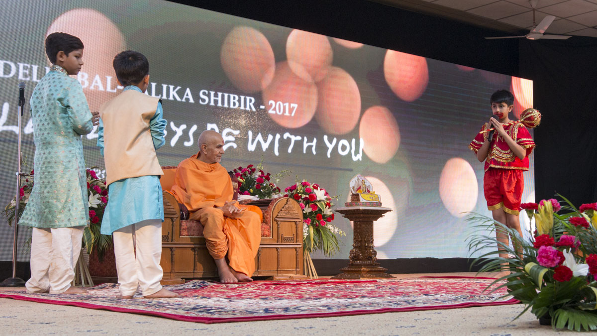 A skit presentation by children before Swamishri, 14 Jun 2017