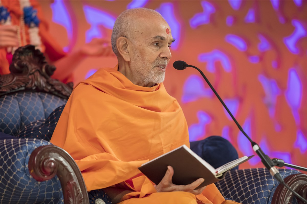 Swamishri blessed the gathering with his profound wisdom