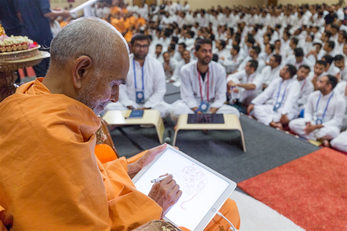 Swamishri delivers a message by drawing Shri Nilkanth Varni Maharaj