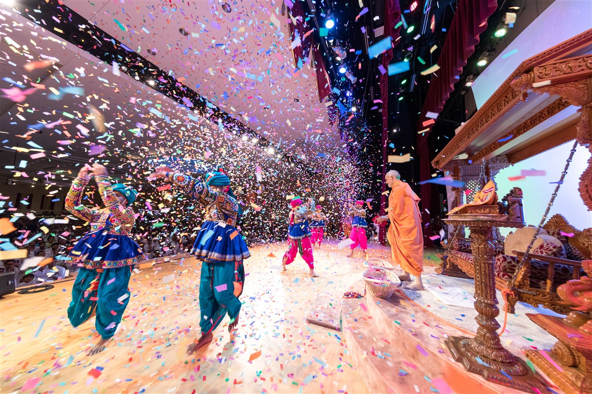 Swamishri blesses youth by showering them with rose petals