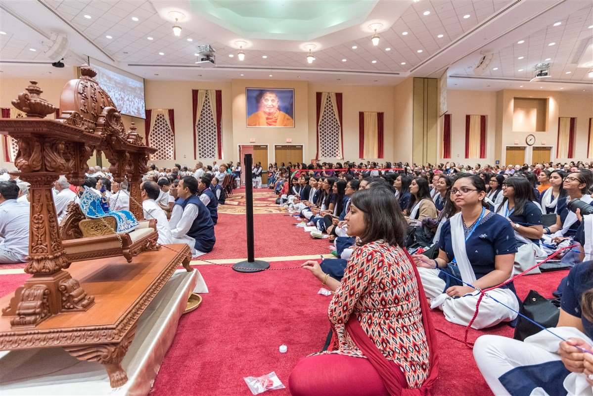 Youths participate in swinging Shri Harikrishna Maharaj