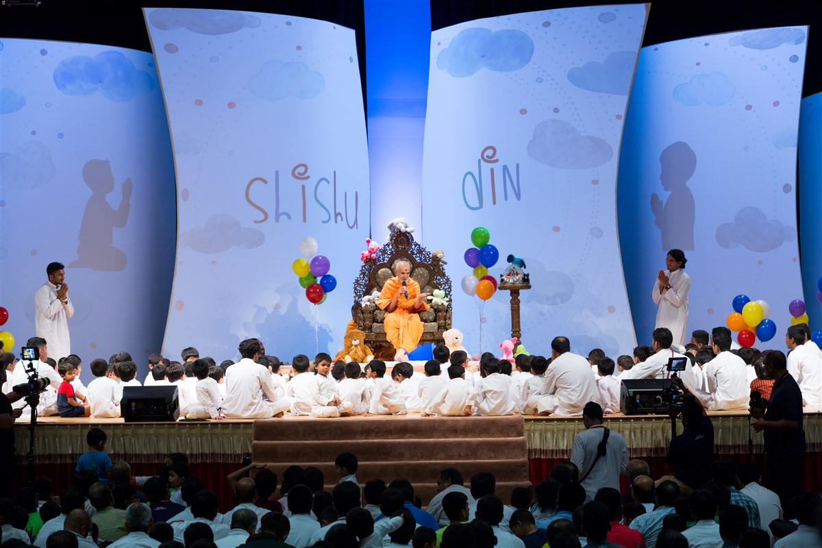 Swamishri addresses children