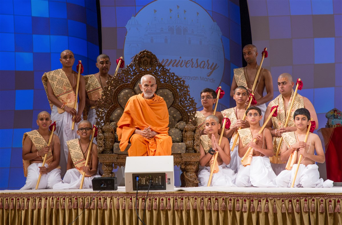 Swamishri blesses the new initiates participating in the upanayana sanskars
