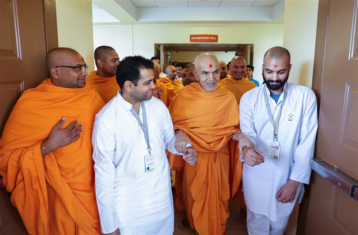 Swamishri with youths