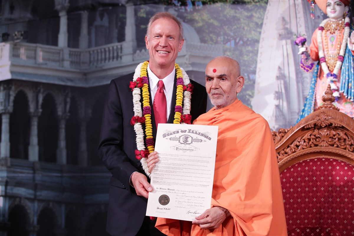 Governor of Illinois, Bruce Rauner, presents Swamishri with a proclamation