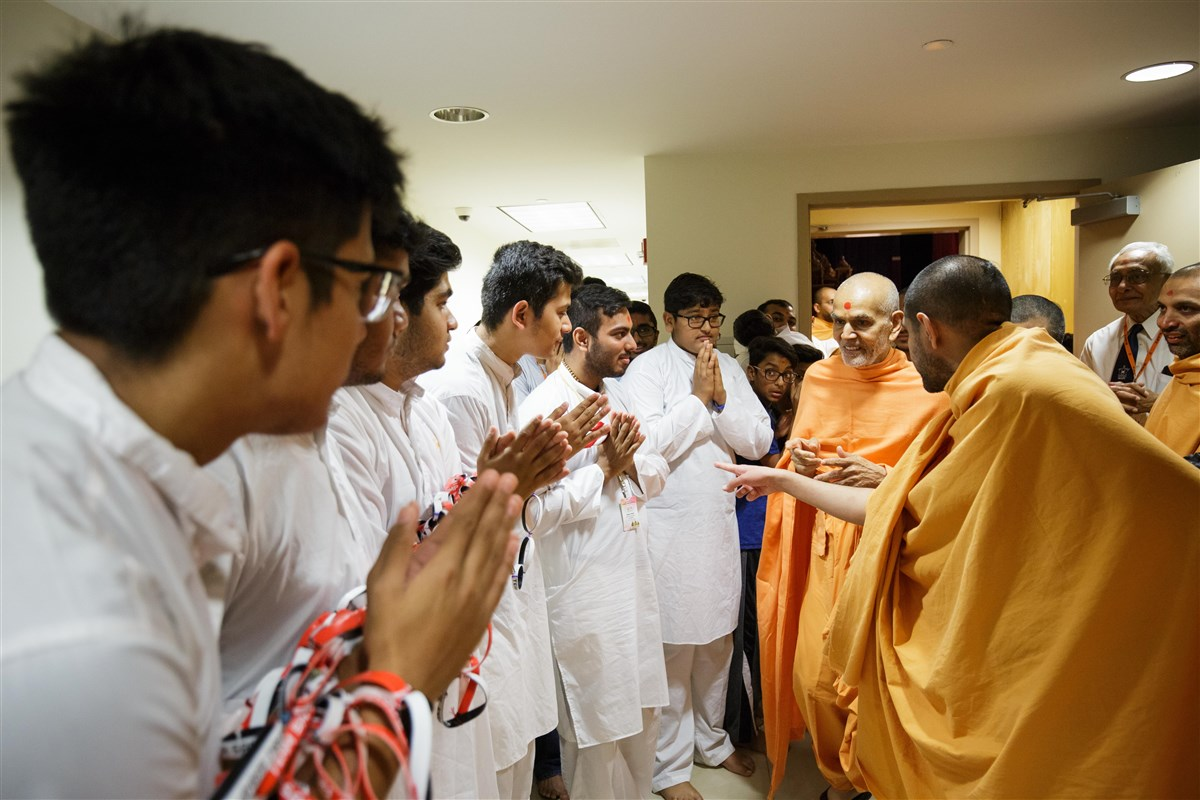 Swamishri blesses youths, 18 July 2017