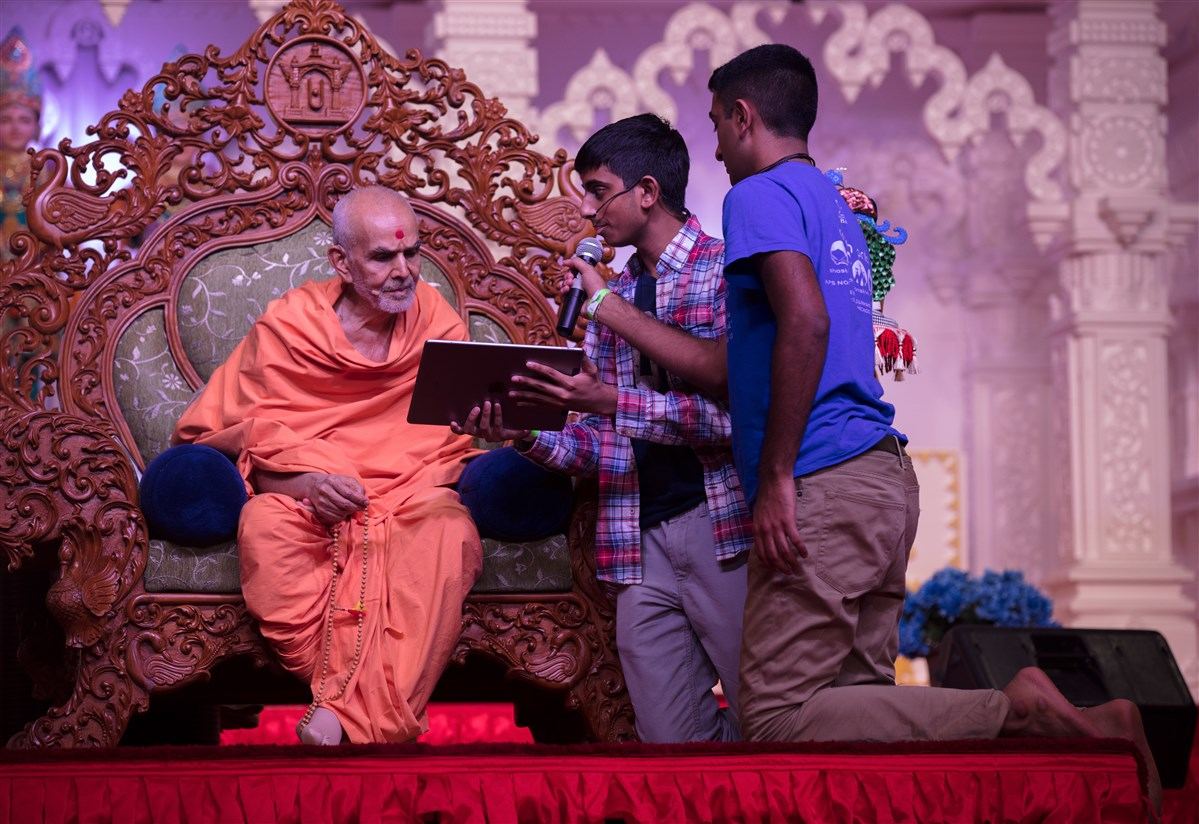 Swamishri engrossed in the program