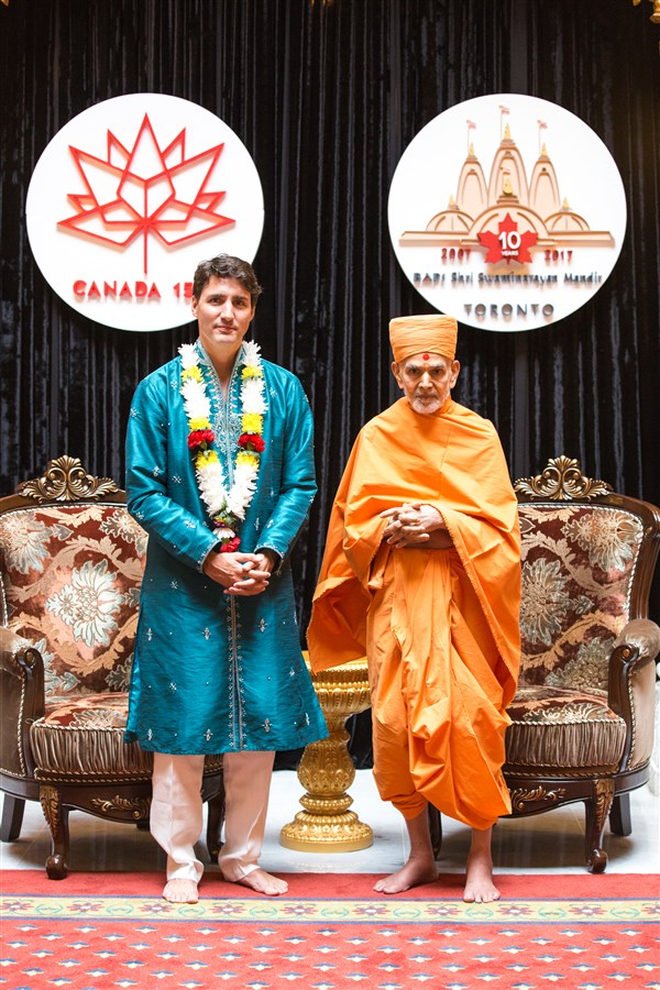 Swamishri with Prime Minister Justin Trudeau