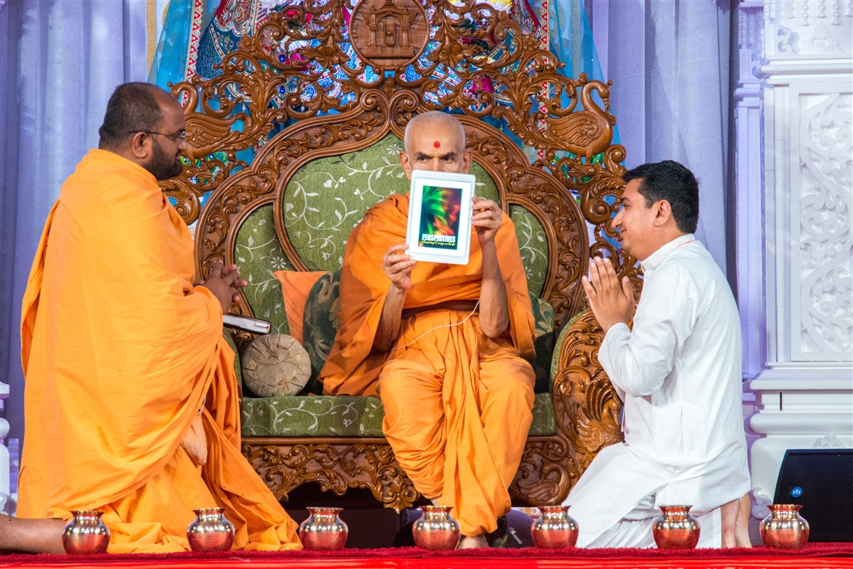 Swamishri inaugurates a new eBook